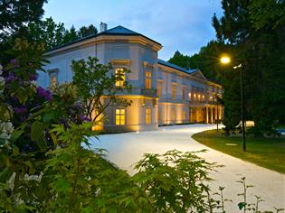 Zámek Ratměřice, Hotel & Resort