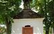 Kaplička se samostatným prostorem a zvoničkou